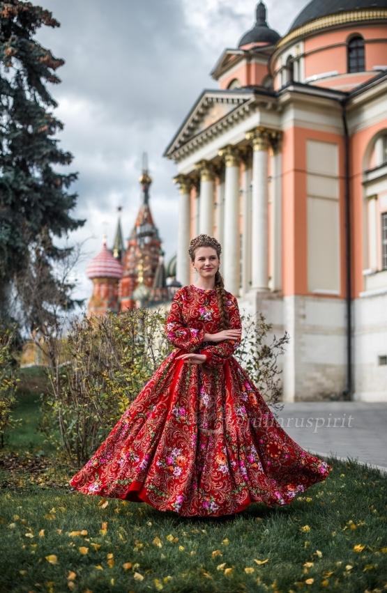 Платье красное в русском стиле из платков